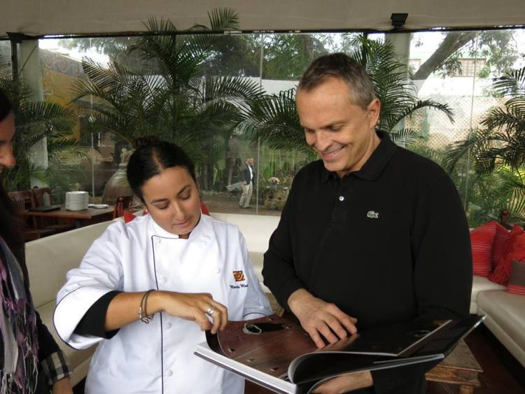 Miguel Bosé ratifica fidelidad por la comida peruana