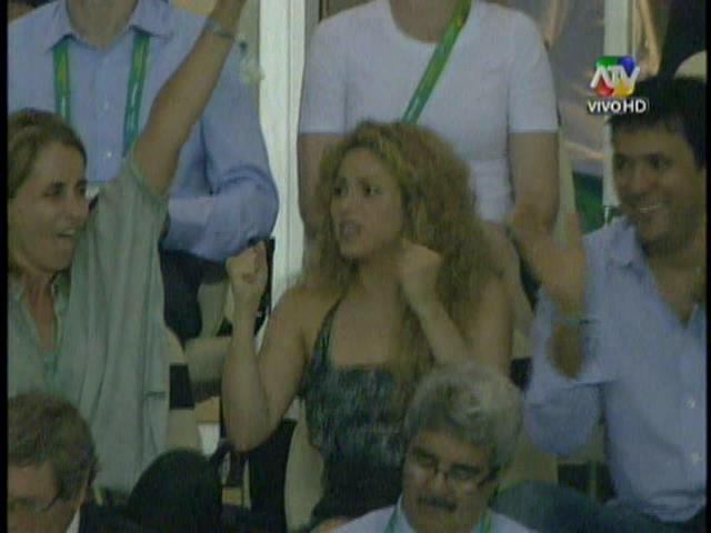 (Video) Así celebró Shakira el gol de Piqué ante Italia