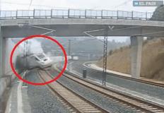 Impresionante video del descarrilamiento de un tren en España