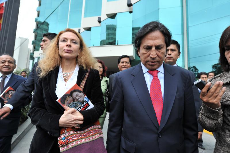 Alejandro Toledo llegó a Lima con Eliane Karp pero guardó silencio
