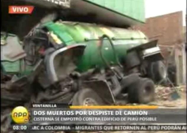 Mueren dos personas tras choque de cisterna contra local de Perú Posible