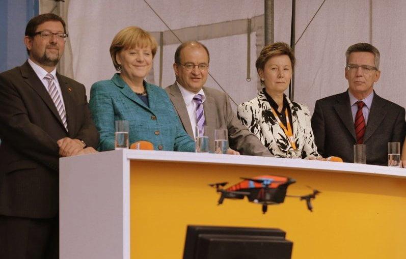 Drone con videocámara asusta a Angela Merkel / Foto: businessinsider.com y Tobias Schwarz
