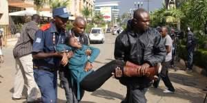 Ejército de Kenia libera a rehenes y rodea centro comercial tras masacre