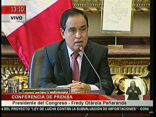 """(Video) Otárola: """"No es correcto que el Congreso pague asesores a Toledo"""""""