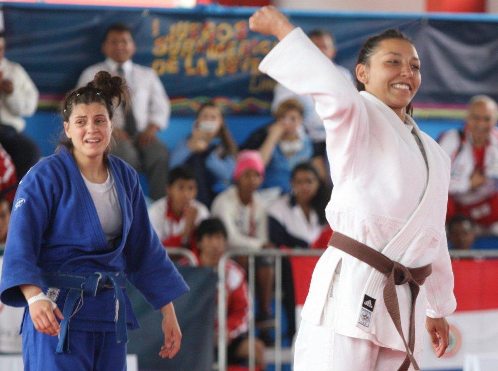 Valentine Paire-Ficout celebró con mucha emoción la obtención de la medalla de oro en judo.