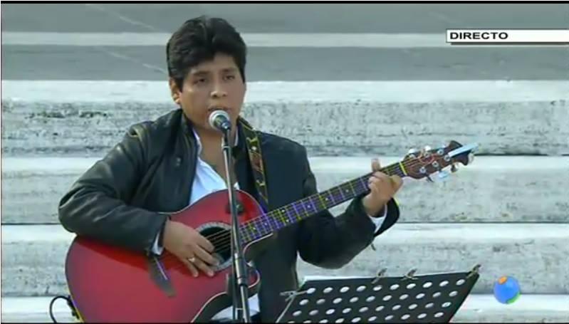 (VIDEO) Peruano le cantó al Papa Francisco en Roma