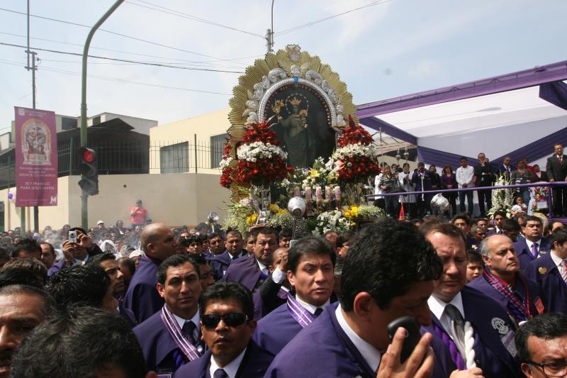 Señor de los Milagros: Roban 60 mil soles a cuadrilla en Lima