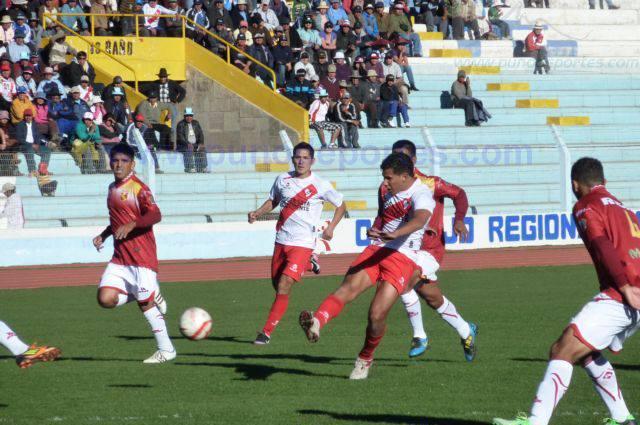 Alfonso Ugarte y Atlético Torino luchan por el ascenso.