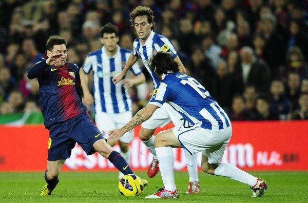 El clásico catalán será el partido más atractivo del fútbol español que se dispute en esta jornada.