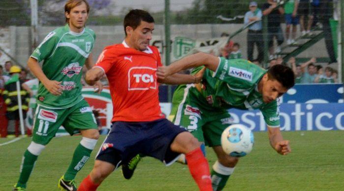 Independiente quiere instalarse en la zona de ascenso derrotando a Ferro Carril Oeste.