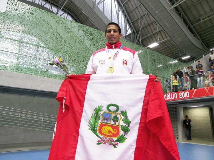 El judoca Juan Postigos se sumó a los deportistas nacionales que lograron ganar la medalla de oro en los Bolivarianos.