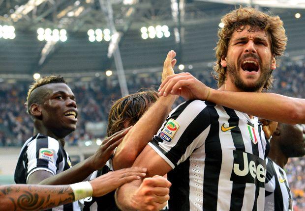 Juventus fue más que Napoli y ya le pisa los talones a la Roma.