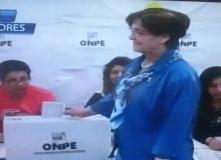 Alcaldesa Susana Villarán vota pero es abucheada por electores