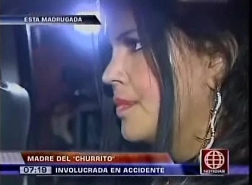 (América Noticias) Madre del 'Churrito' Hinostroza se pasa la luz roja y choca contra bus