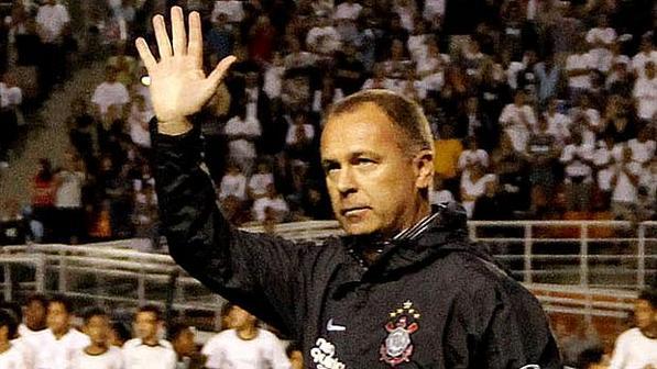 Mano Menezes vuelve al Corinthians y reemplazará a Tite en la conducción técnica.