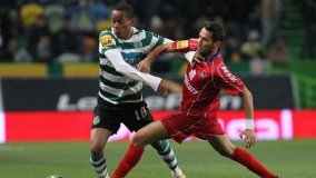Sporting de Lisboa (con el peruano Carrillo) expone la punta este domingo ante Gil Vicente.