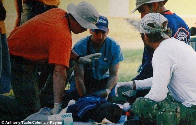 [FOTOS Daily Mail] Paul Walker curaba heridos, tomaba la presión y atendía daminificados