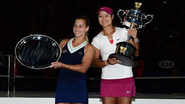 A la tercera va la vencida. La China Na Li campeonó en Australia tras vencer a Cibulkova.