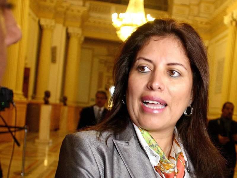 """(Foto Tv Perú) Ministra Omonte ratifica: """"Salida del premier Villanueva no fue la más adecuada"""""""