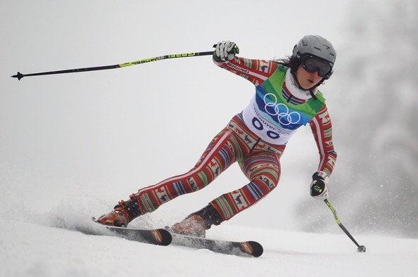 Ornella Oettl usó un traje con motivos incaicos en la competencia de esquí alpino.