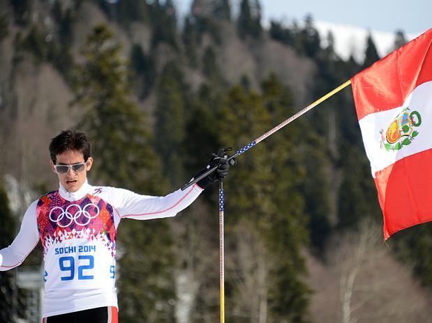 El esquiador peruano Roberto Carcelén, se ganó el aplauso sus compañeros y demás deportistas que compiten en Sochi 2014, tras llegar a la meta a pesar de tener dos costillas rotas.
