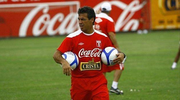 Aunque no tiene experiencia como entrenador oficial, la FPF anunció como nuevo técnico de la selección a Pablo Bengoechea.