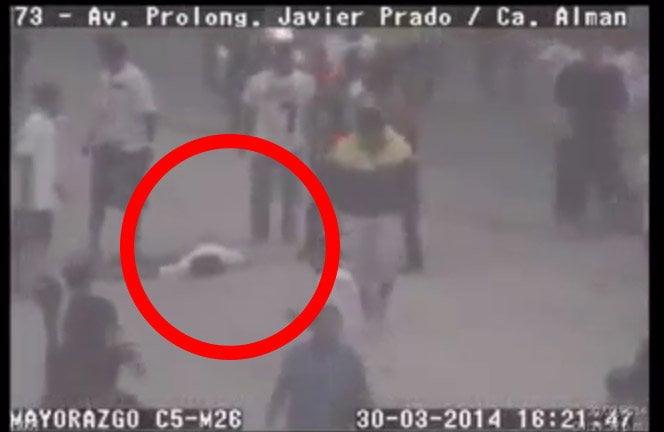 """[VIDEO] Terrible: Cámaras graban violencia que mató a barrista de la """"U"""""""