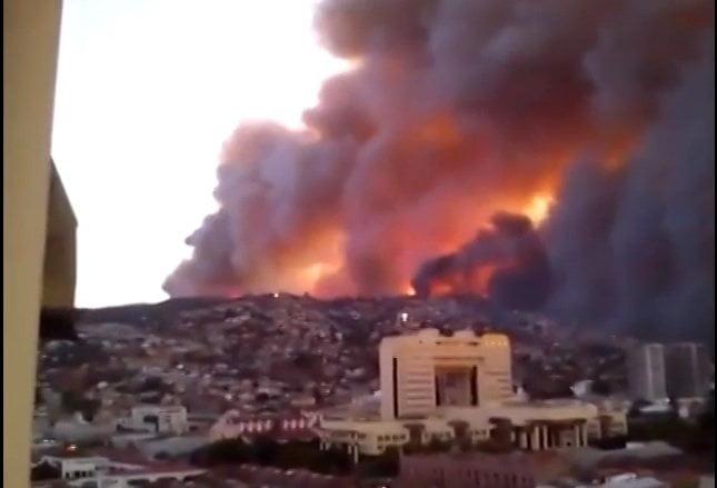 [VIDEOS] Impactantes imágenes del gran incendio en Valparaíso - Chile