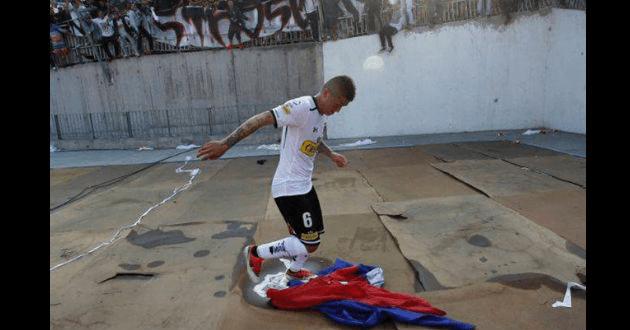 Chile: Fue a prisión a jugador de fútbol que piso bandera de equipo rival