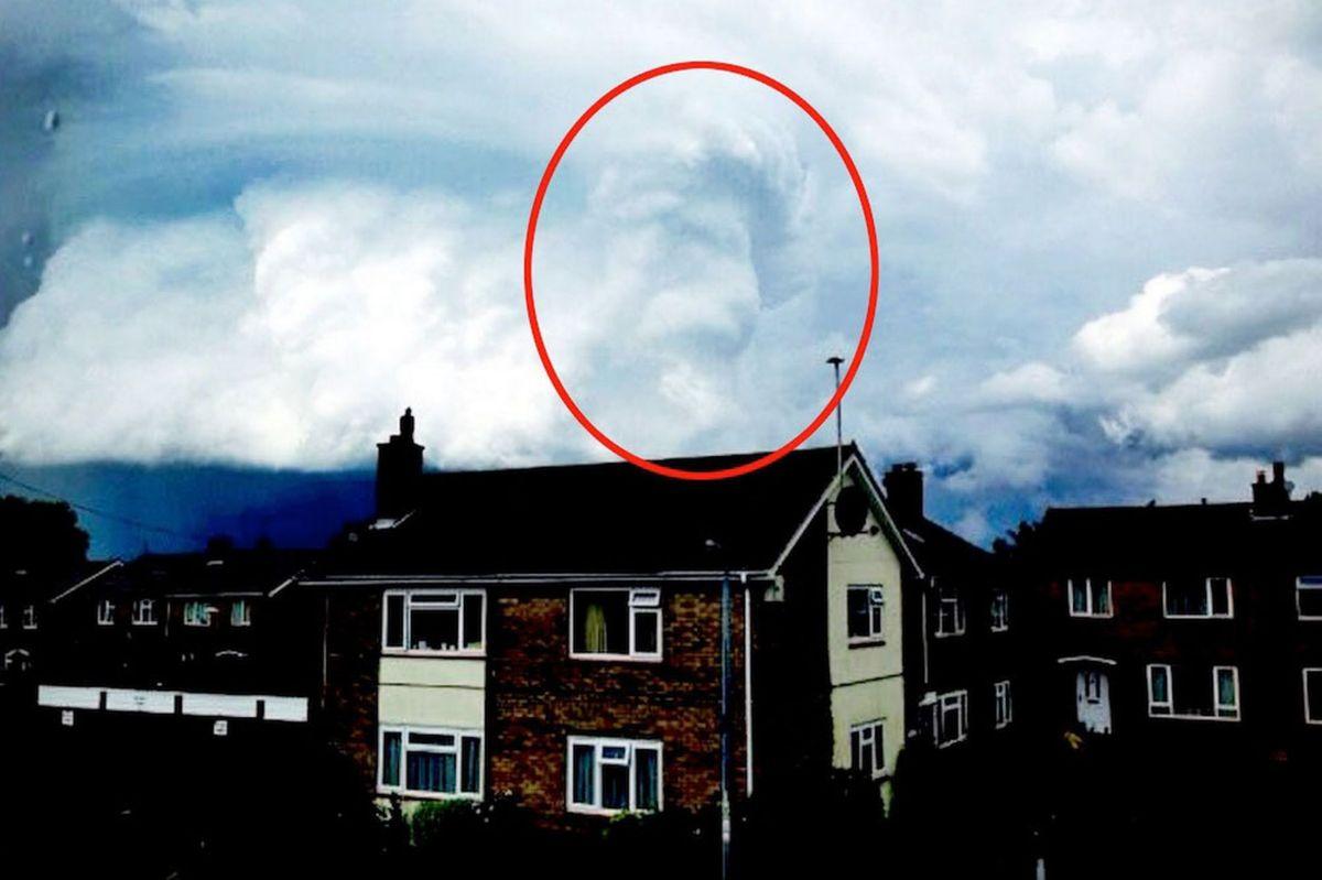 """[FOTO] Increíble: El Rey León """"Mufasa"""" en el cielo del Reino Unido"""