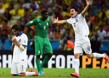 Grecia celebra una clasificación a octavos de final lograda en el último minuto.