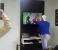 [VIDEO] Este hincha brasileño se quedó sin TV por atajada de Julio César