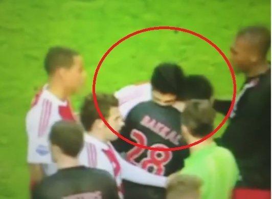 [VIDEO] Uruguayo Luis Suárez ya mordió tres veces a sus rivales en la cancha