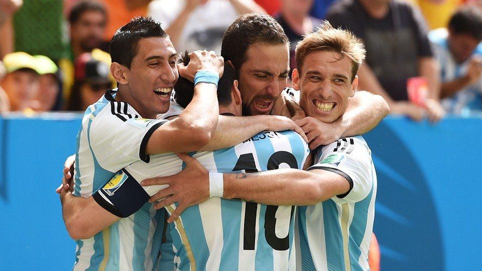 Gracias al gol marcado por Gonzalo Higuaín, Argentina clasificó a semifinales de un mundial luego de 24 años.