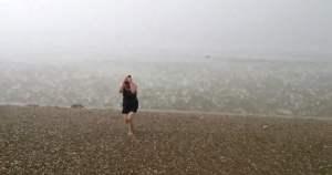 [VIDEO] Impactante: Bañistas sorprendidos por lluvia de nieve y granizo