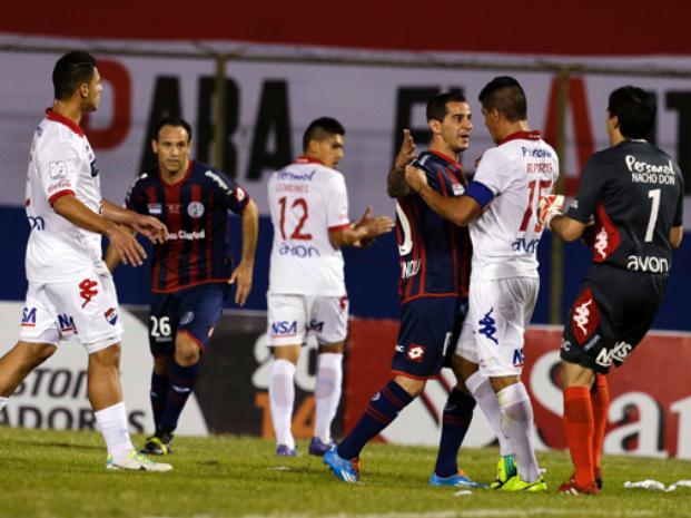 Nacional de Paraguay  dejó la final abierta tras igualarle en el último instante a San Lorenzo.