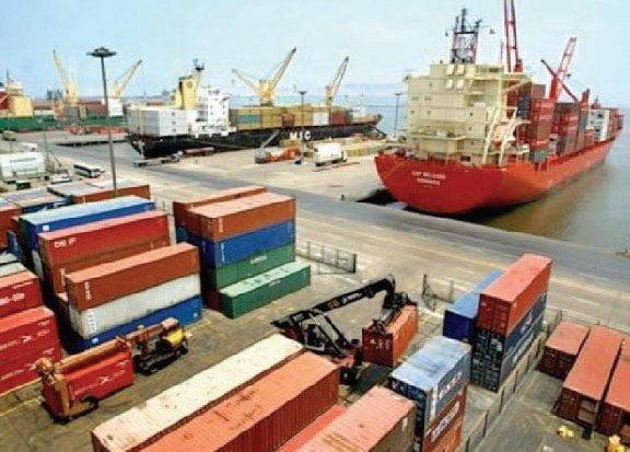Envíos totales del Perú  al exterior siguieron mostrando déficit  en el tramo enero-agosto.