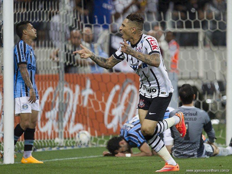 Paolo Guerrero le dio el triunfo al Corinthians sobre Gremio.