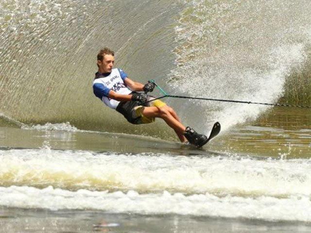 Rafael De Osma fue el mejor en la especialidad figuras de esquí acuático.
