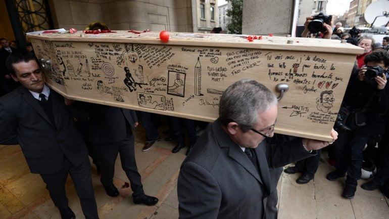 Emotivo funeral de uno de los caricaturistas de Charlie Hebdo