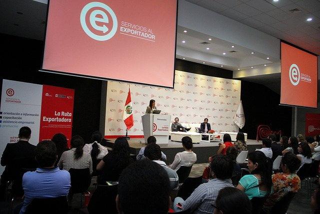 """La ministra del MINCETUR, Magali Silva, clausuró el programa Ruta Exportadora 2014"""" que incrementó sus negocios en comparación al año pasado."""