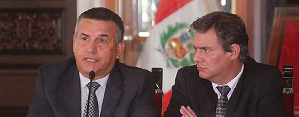 Daniel urresti y cuatro ministros salen del gabinete de for Gabinete del ministro del interior