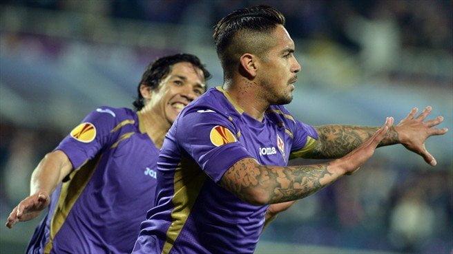 """El peruano Juan Vargas cerró con """"broche de oro"""" la clasificación de la Fiorentina a las semifinales de la Europa League."""