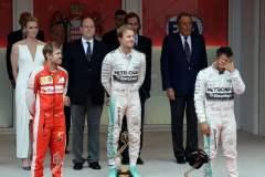 Decisión de Mercedes determinó la carrera a favor de Rosberg y en contra de Hamilton.