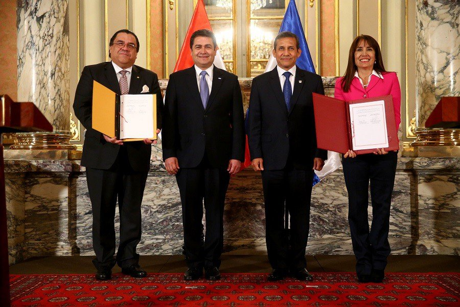 El TLC bilateral entre Perú y Honduras se firmé con la presencia de ambos mandatarios.