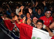 Peruanos celebran con euforia pase a semifinales de la Copa América
