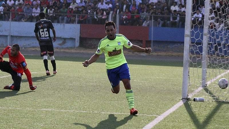 El argentino Pereyra se lució con un hat-trick en el triunfo de Cristal.