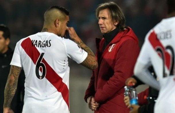 Pese a no jugar en su club por lesión, Vargas volvió a ser convocado por Gareca.