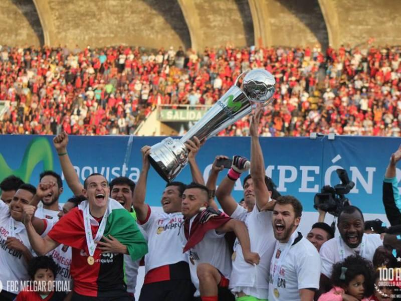El FBC Melgar le regaló a Arequipa su segundo título profesional de fútbol.