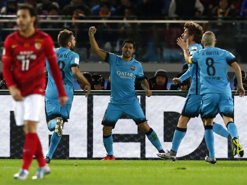 Ante la ausencia de Messi y Neymar, apareció el uruguayo Suárez para definir el partido ante el Guangzhou.